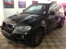bmw-x5-before-matte-white-wrap