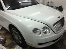 Gloss-White-Wrapping-Bentley