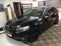 BMW-530-wrapped-gloss-black