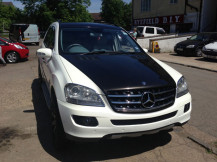 mercedes-ml-pearl-white-metallic-black-wrap