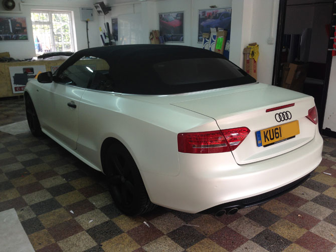 Satin Pearl White Wrapping