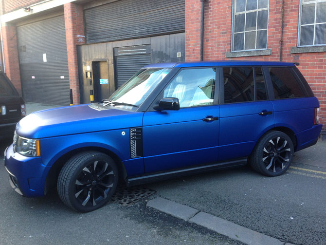 Range Rover Vogue Vinyl Wrap Matte Metallic Blue - London