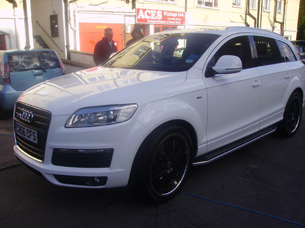 q7_white_wrap_from_black