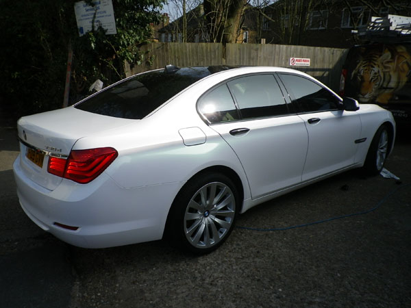 bmw-2009-pearl-white-grren-shift-wrap