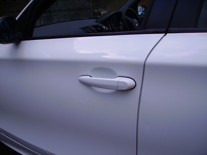 bmw-118-gloss-white-wrapping-door-handles