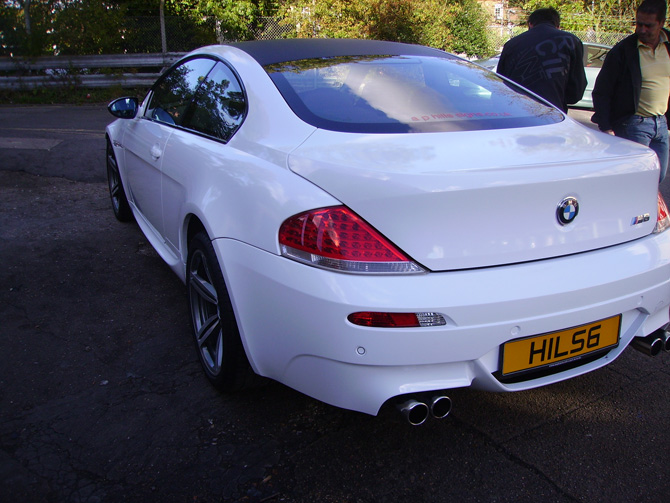 white-bmw-m6-vinyl-wrap