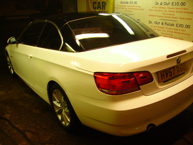 gloss-white-wrapping-bmw-320-convertible.jpg