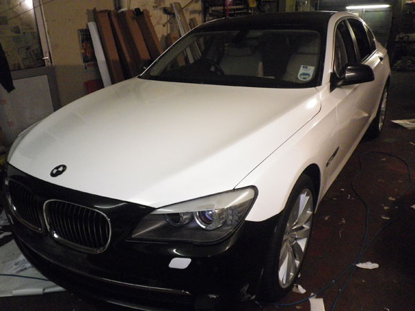 pearl-white-bmw-bonnet-wrapping.jpg